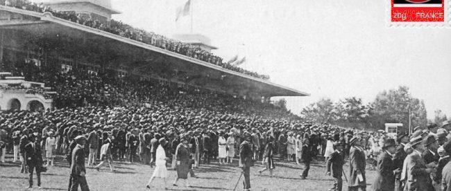 Deauville, sur l'hippodrome la foule devant les tribunes venue suivre le Prix de Chevilly.