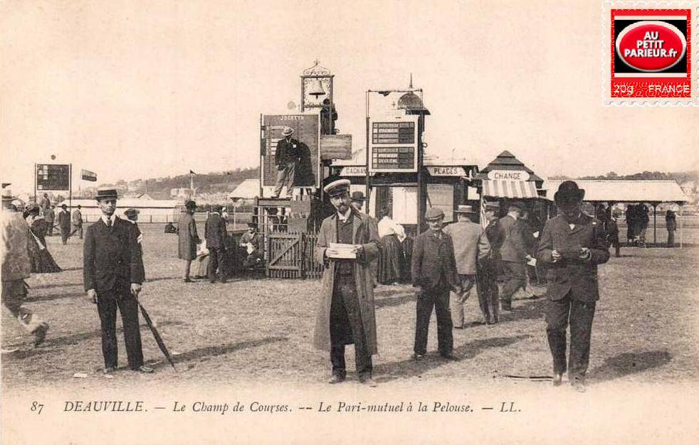 L'hippodrome de Deauville , le champ de courses, le Pari-Mutuel à la pelouse.
