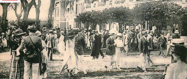 Deauville, l'hippodrome et le pesage.